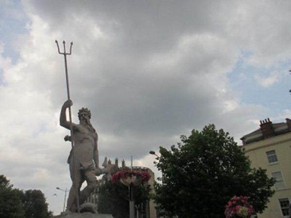 1-poseidon-statue