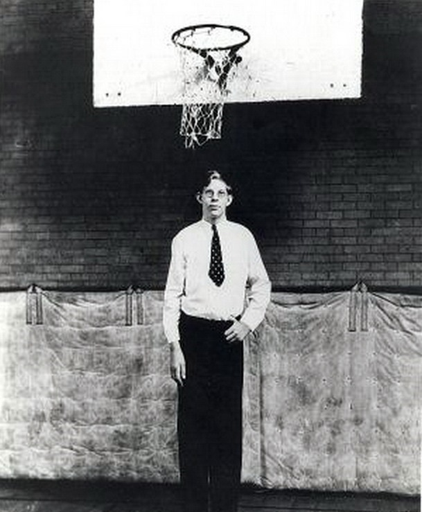 tallest man ever robert wadlow factual facts